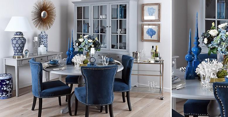 Krzesła tapicerowane aksamitem i jedwabiem.